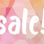 白文字で「sale!」と描かれたピンク色の背景